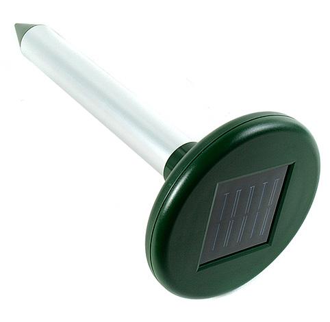А этот прибор работает от солнечной батареи, которая заряжает днем встроенный аккумулятор.