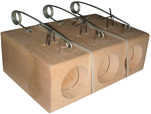 Ловушка-петля применяется не только для ловли кротов на огороде, но также для поимки мышей и крыс в доме.