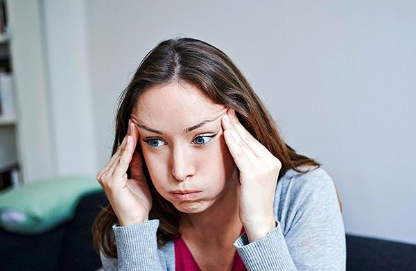 Длительное нахождение в зоне действия работающего прибора у некоторых людей может вызвать головную боль и звон в ушах.