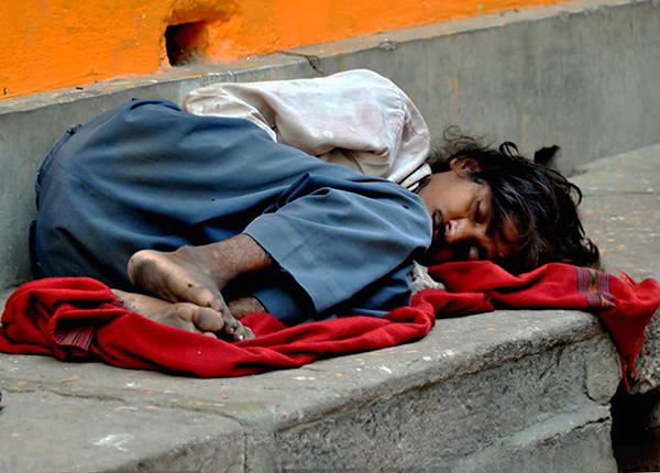 Голодные крысы могут грызть кожу на пятках спящих людей так, что те не чувствуют боли и даже не просыпаются.