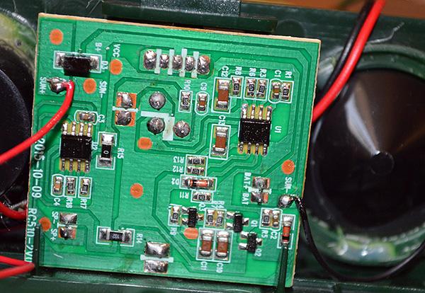 Электронный отпугиватель грызунов можно собрать самостоятельно на основе имеющихся в интернете электрических схем, однако такой прибор выйдет дороже, чем промышленный вариант.