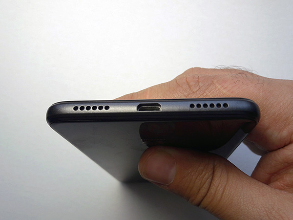 Динамики даже дорогих смартфонов попросту не рассчитаны на воспроизведение ультразвука.