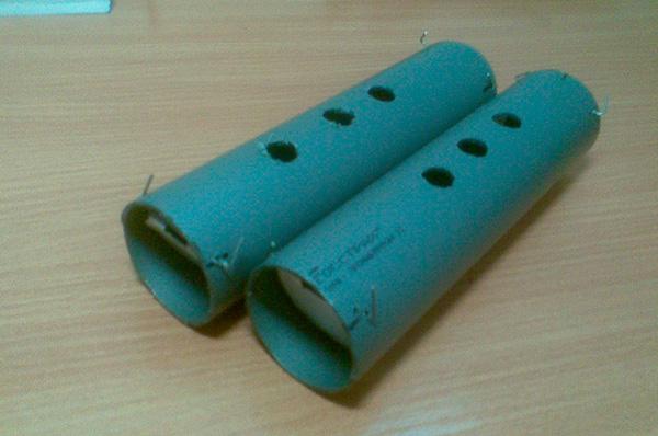 Две готовые самодельные кротоловки-трубы.