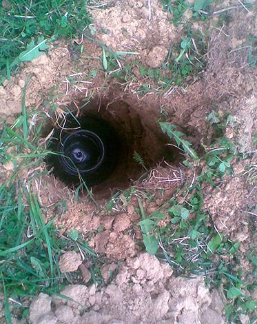 Банка устанавливается в вырытую яму