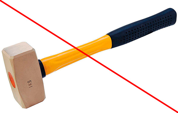 Не допускается забивание прибора в землю молотком или иными предметами.