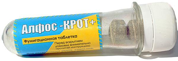 Иногда от кротов помогают избавиться фумигационные таблетки Алфос.