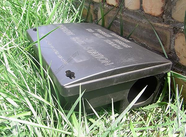 Приманочные станции позволяют безопасно для детей и домашних животных разместить Голиаф, обеспечивая доступ к нему только крысам и мышам.